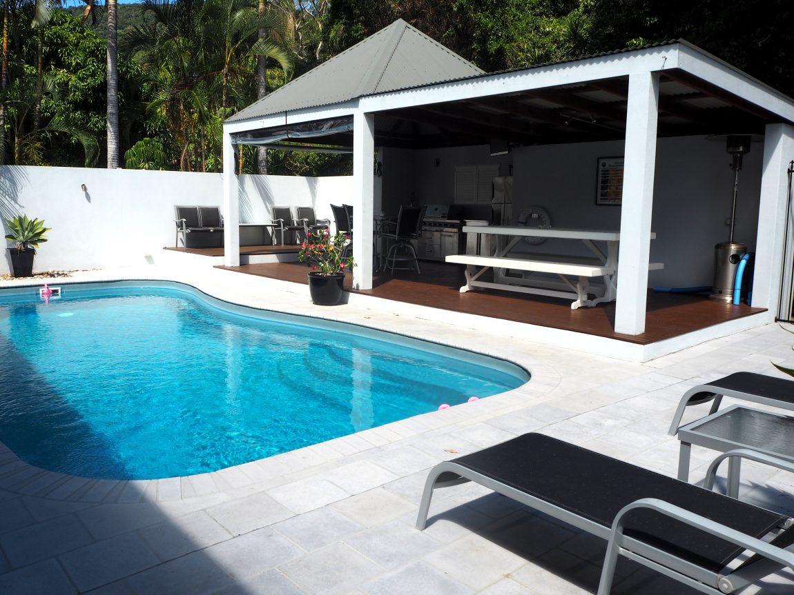 airbnb airlie beach pool