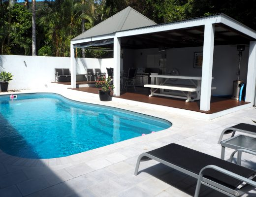 airbnb airlie beach pool