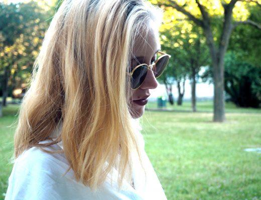 glück frau blond wien sonnenbrille